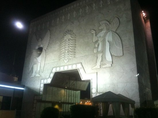 Loews Hollywood Hotel: the mural from the pool area
