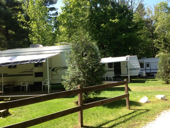 Bonnie Brae Cabins & Campsites: Rental Trailers On site