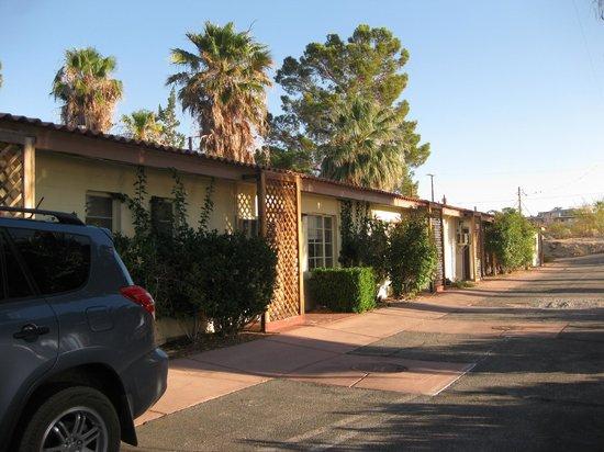Circle C Lodge: rooms facing El Rey Avenue