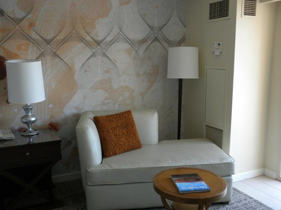 Renaissance Indian Wells Resort & Spa: Sitting area in room