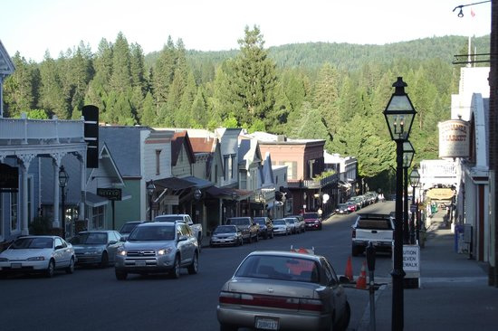 Outside Inn: downtown Nevada City (Broad Street)