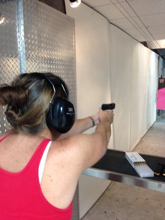 Kiffney's Firearms and Indoor Range : Great place !!!