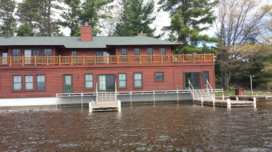 Chippewa Retreat Resort: Lily Pad Upper and Lower Outside