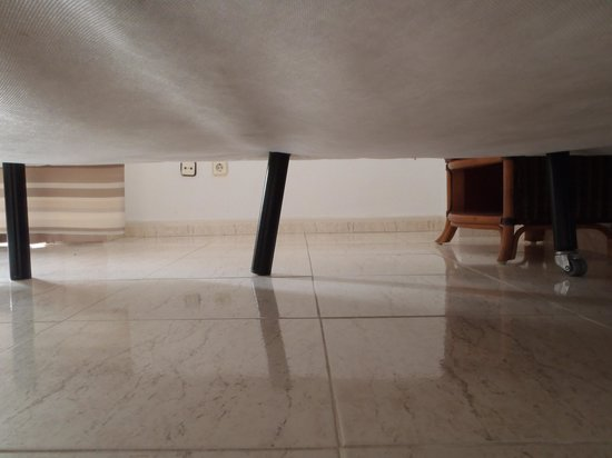 Sol Arona Tenerife: faulty bed
