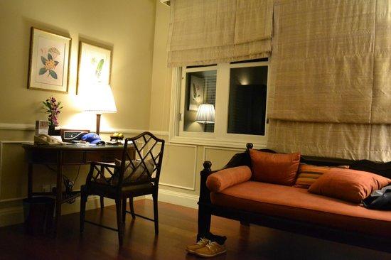 Raffles Grand Hotel d'Angkor: Day bed/sofa and writing desk