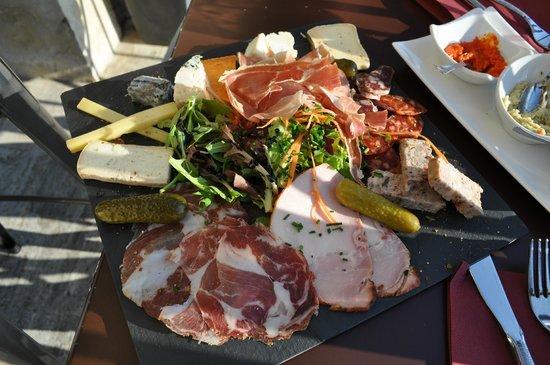 La Trinquette : Large and delicious charcuterie plate