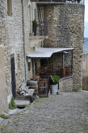 La Trinquette : View of the oustide of the restaurant (terrace table is just above the entrance)