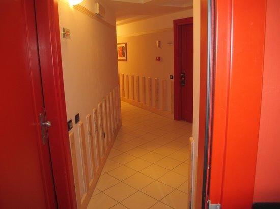 CDH Hotel La Spezia: Corridor