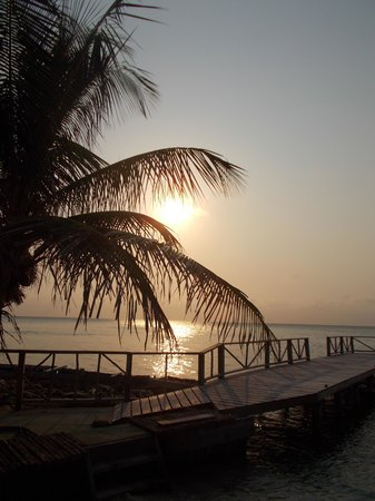 Thatch Caye, a Muy'Ono Resort: beautiful sunsets