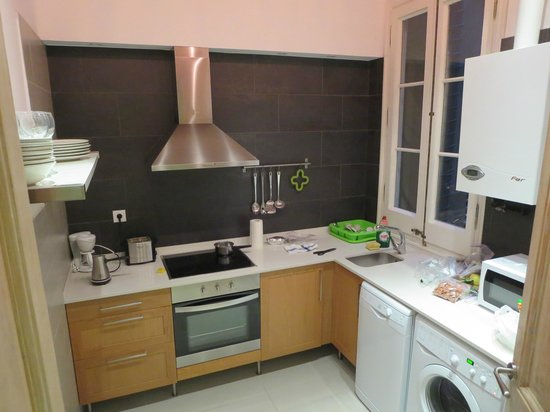 Aspasios Fuster Apartments : Kitchen area