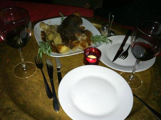 La Fianna : Lamb shoulder with potatoes in plum sauce.