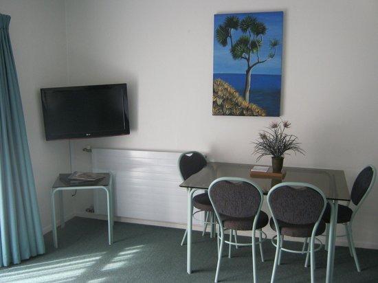 ASURE Palm Court Rotorua: Family Suite 5 Dining Area