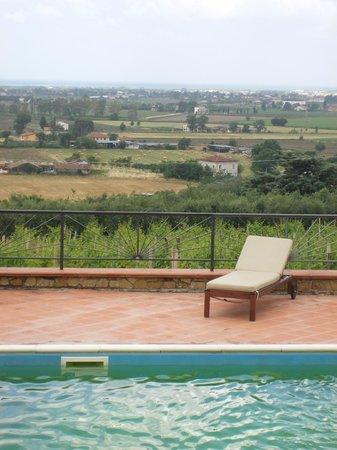 Casale Giancesare : Poolbereich mit Blick ins Tal und aufs Meer