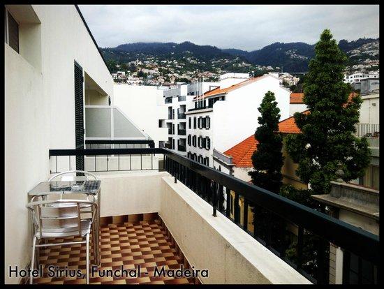 سيريوس: Views from the balcony