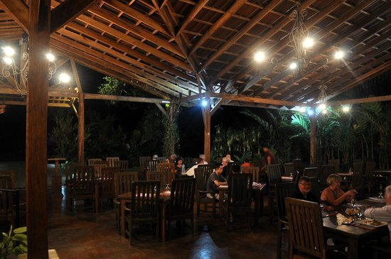 Casa Luna Hotel & Spa: Open air restaurant at night