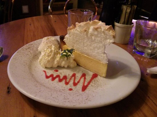 The Ranch Cafe Bar & Grill : lemon meringue pie!