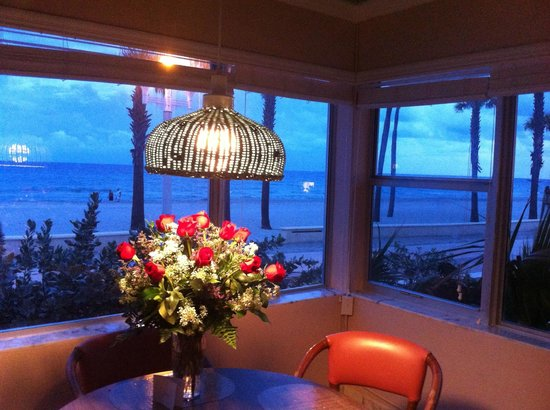 Tide Vacation Apartments: Beautiful shot from our dining room