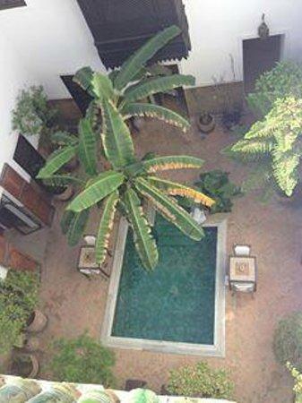 Riad Azzar: Hotel courtyard