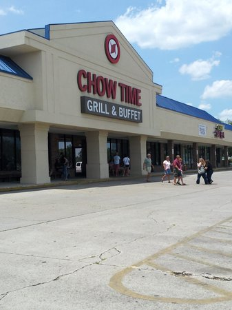 Chow Time In Empty Strip Mall Picture Of Chow Time Grill And