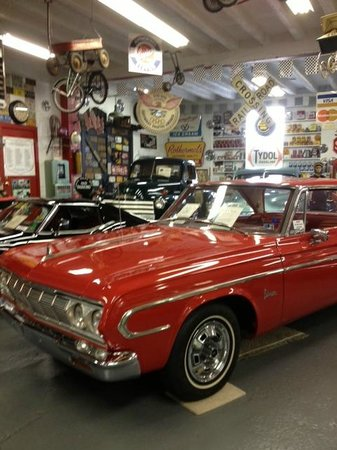 Jerry's Classic Cars and Collectibles Museum: Cars and more cars