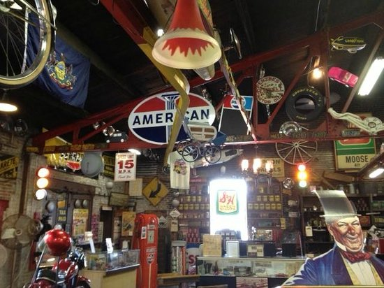 Jerry's Classic Cars and Collectibles Museum: A little of everything is here