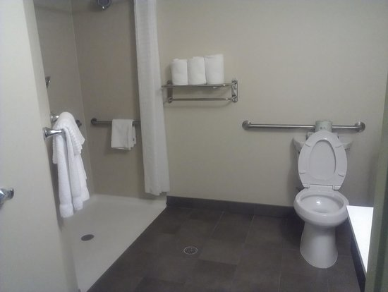 Candlewood Suites Alexandria - Fort Belvoir: Bathroom area