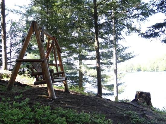 White Lake Lodges: Relaxing swing for two
