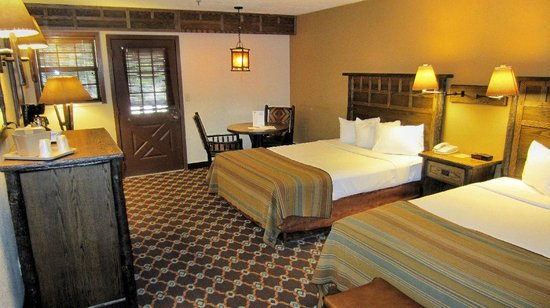 The Lodge at Bryce Canyon: Sunset building room