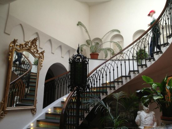 Residence Hotel: Central Staircase