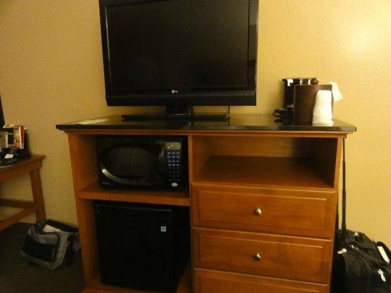 Drury Inn & Suites Champaign : TV,Micro, & frig.