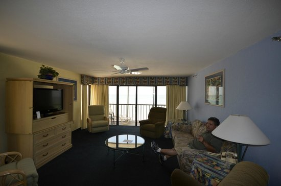 Shoreline Island Resort: Livingroom--Oceanfront view