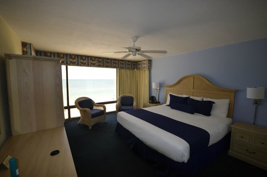 Shoreline Island Resort: Bedroom--Oceanfront
