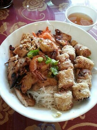 Thien Vietnamese: jumbo combo chicken and shrimo vermicelli bowl