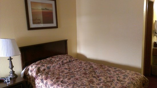 Southern Nights Motel: Clean, firm bed
