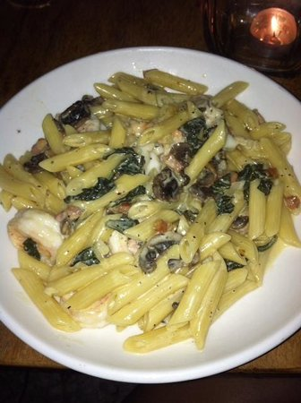 Brisas del Mar: the penne with mushrooms, spinach, and large shrimp