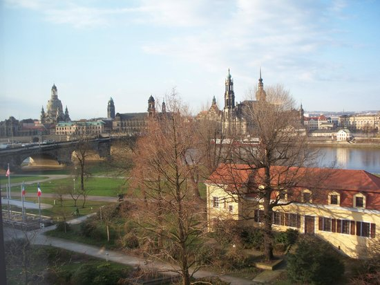 The Westin Bellevue Dresden: Beautiful view of the river and Old Town.