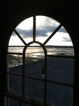 Black Point Inn Resort: Looking out from the widow's walk.