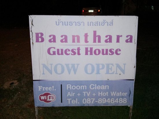 Baanthara Guesthouse: Sign out front