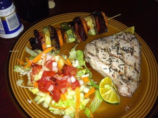 Las Piedras: tuna steak eith salad and veggie kabob