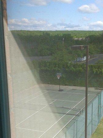 Hilton Long Island/Huntington: Basketball court on Tennis court