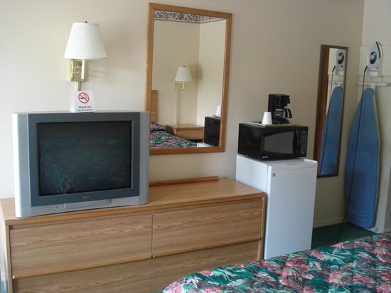 Western Motel: Entertainment and Amenities