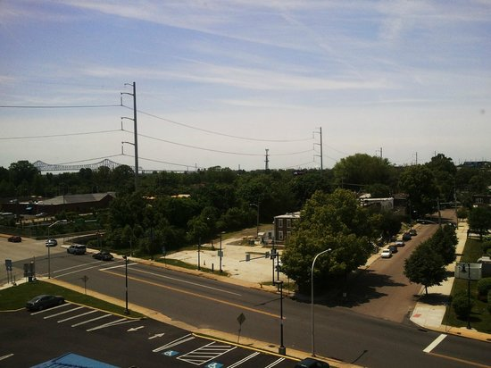 Days Inn Chester Philadelphia Airport: 6th Floor Room View