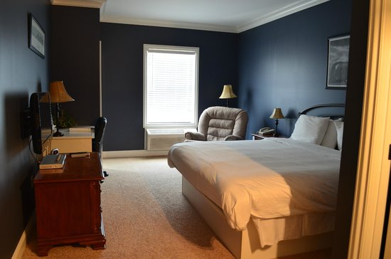 Depot Inn & Suites: Room V