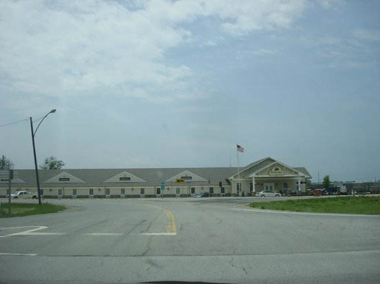 Depot Inn & Suites: Taken from Hwy 63