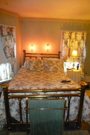 Candlelight Inn: Rose Garden Room