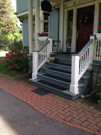 A B&B at The Edward Harris House Inn & Cottages: The Lovely Entrance