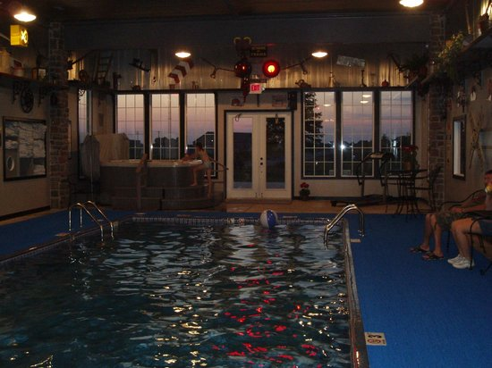 Depot Inn & Suites : Another of the pool area