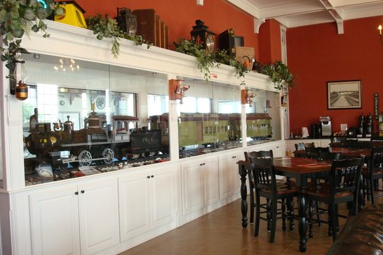 Depot Inn & Suites: In the Lobby area