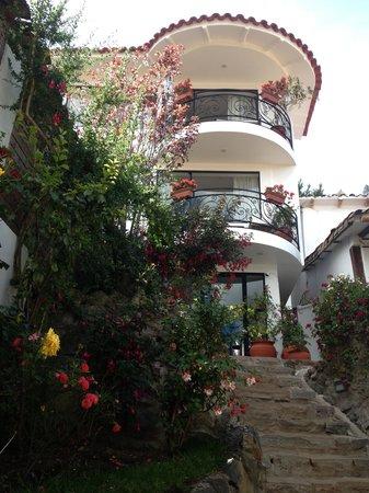 Encantada Casa Boutique Spa: Exterior of the hotel from the street