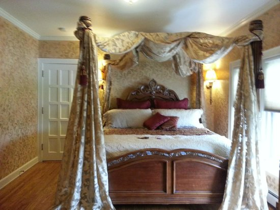 Adams Street Bed and Breakfast: Bed